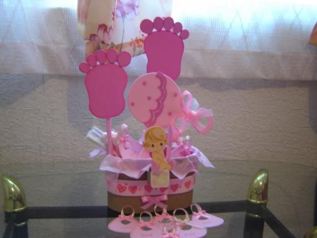 related to centros de mesa para baby shower