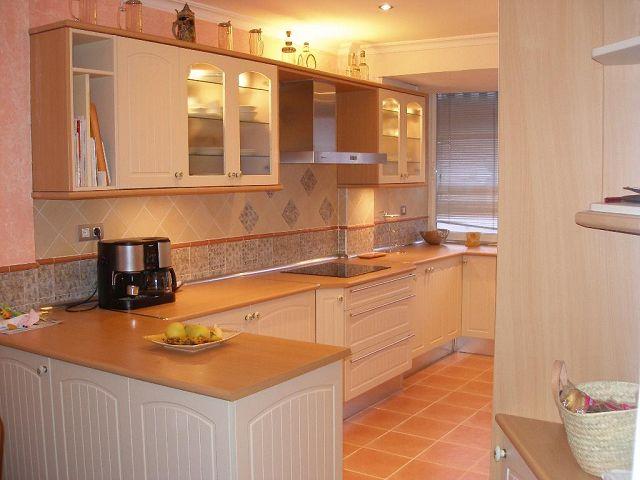 Cocinas en madera modernas for Modelos de cocinas de madera modernas