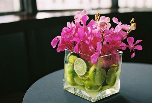Centros de mesa con flores y frutas