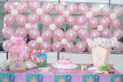 C mo decorar con globos un baby shower for Decoracion para baby shower en casa