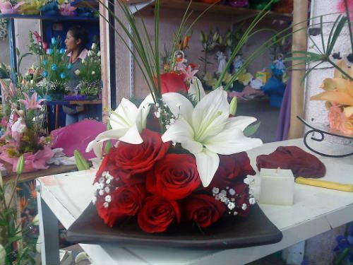 Centros de mesa con rosas rojas para boda
