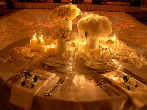 Centros de mesa para bodas con velas y flores