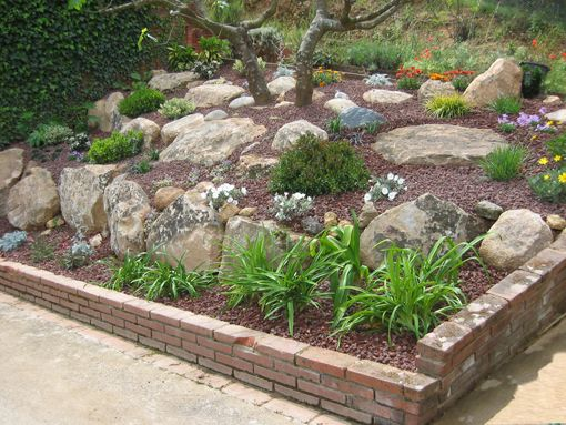 Como decorar un jardin con piedras for Piedras para decorar plantas