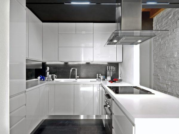 Cocinas integrales modernas para espacios peque os for Cocinas integrales en u