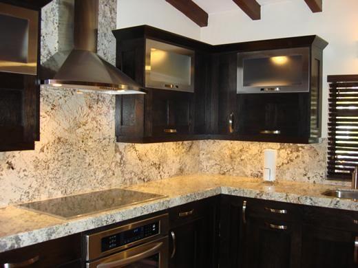 Granitos para cocinas empotradas modernas for Barra de granito para cocina precio