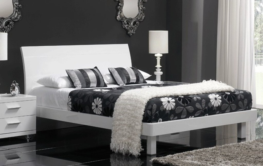 Dormitorios plateados for Decoracion para cuarto de matrimonio