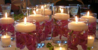 centros de mesa con flores y velas
