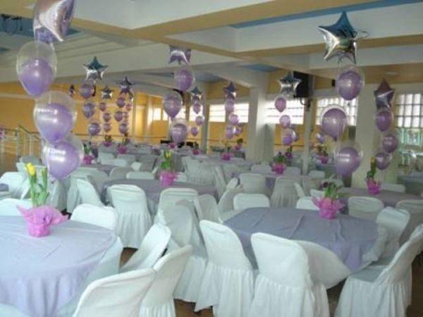 138 Decoración de centros de mesa con globos.