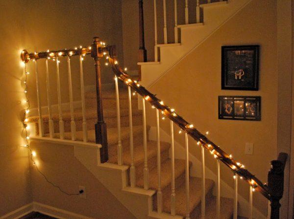 Decoración navideña de escaleras