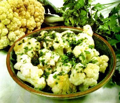 Ensalada de tallarines verdes y colifor