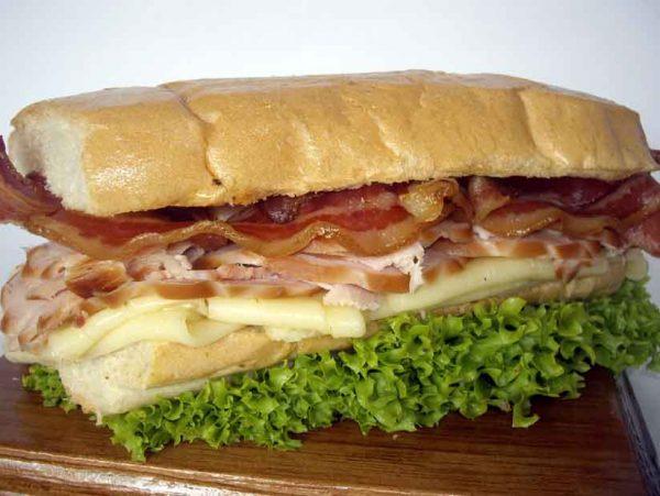 Sándwich de pavo con mozzarella