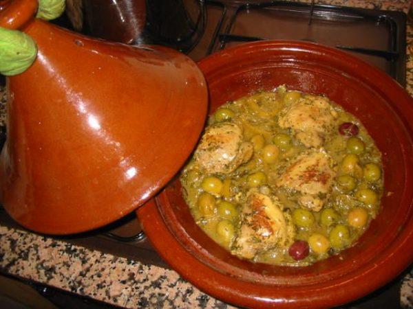 Tagine de pollo con limones y aceitunas