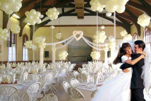 centros de mesa con globos transparentes para boda