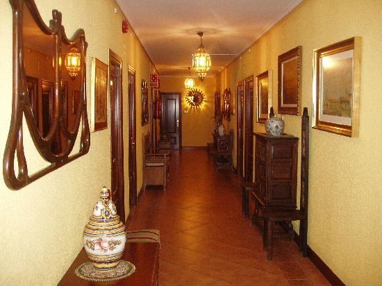 Ideas para decorar un pasillo largo