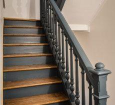 escalera-antigua-gris