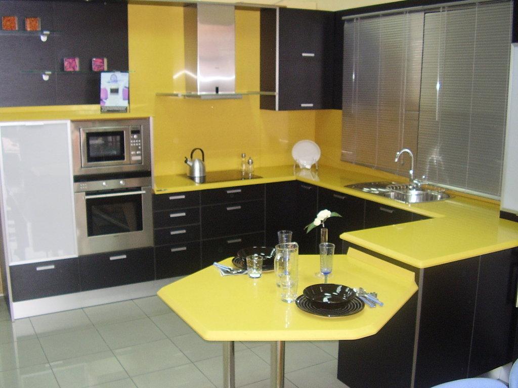 Cocinas de color amarillo for Muebles de cocina amarillos