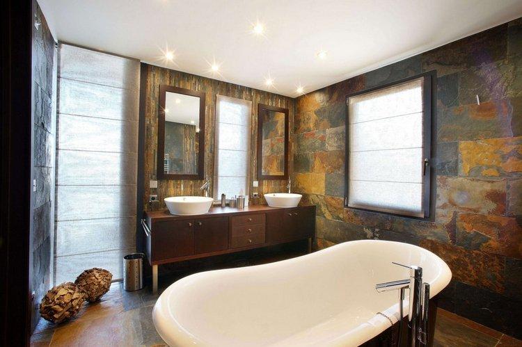 paredes de piedra en baño rustico